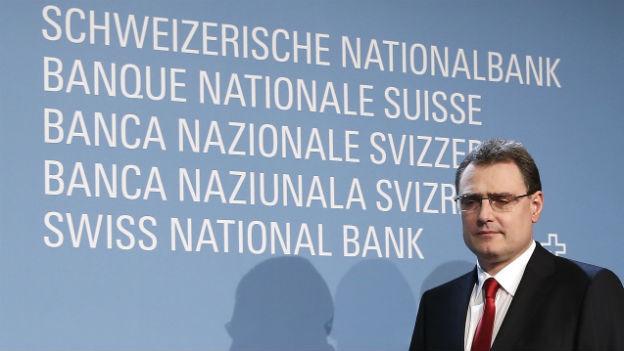 Aufnahme von Thomas Jordan, Präsident der Schweizerischen Nationalbank bei einem Auftritt vor den Medien.