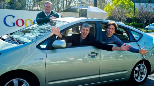Automatisches Fahren: Google CEO Larry Page und Co-founder Sergey Brin sitzen in einem Toyota Prius (Im Januar 2011).