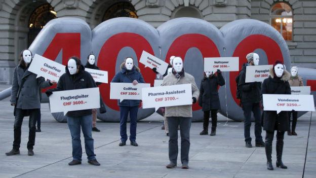 Demonstration für einen Mindestlohn von 4000 Franken vor dem Bundeshaus am 27. November 2013.