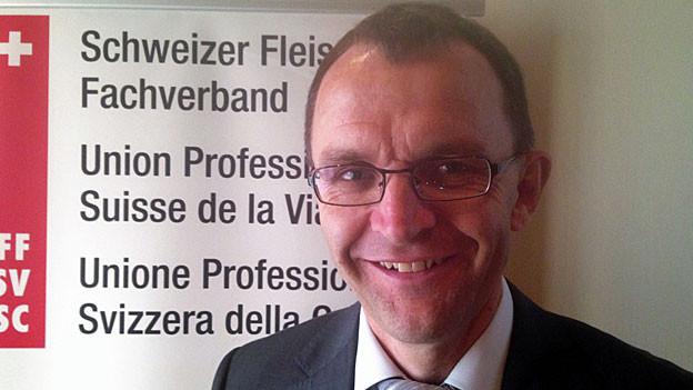 Ruedi Hadorn an der Medienkonferenz des Schweizer Fleischfachverbands.