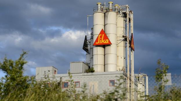 Aussenansicht der Sika-Fabrik in Düdingen