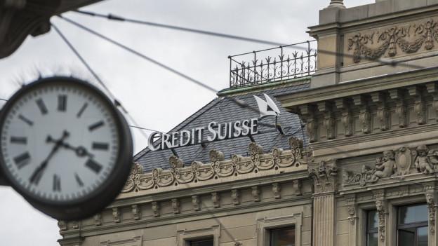 Blick vom Zürcher Paradeplatz auf das Credit Suisse-Gebäude.