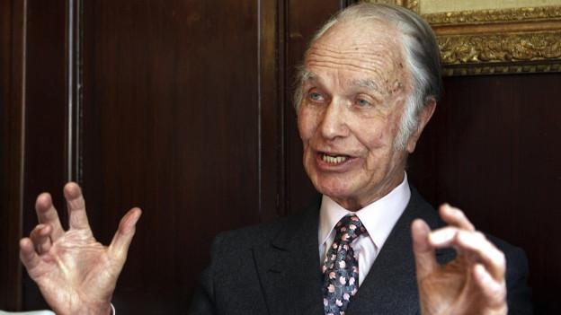 Zu sehen ist der Bankier Hans Vontobel im Restaurant Kronenhalle in Zürich, aufgenommen im Februar 2009.