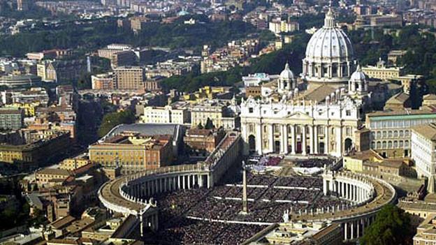 Blick auf den Petersplatz in Rom.