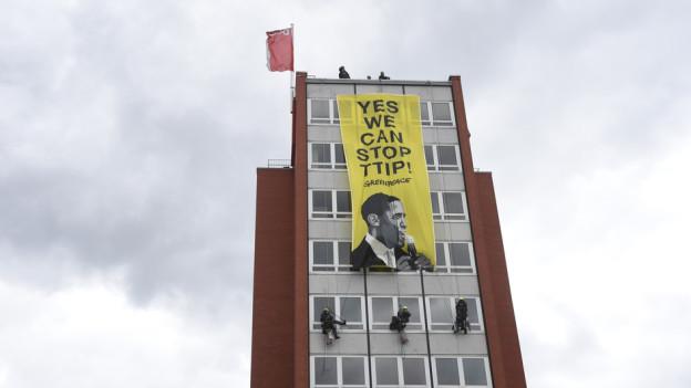 Aktion von Greenpeace gegen das TTIP Abkommen in Hannover.