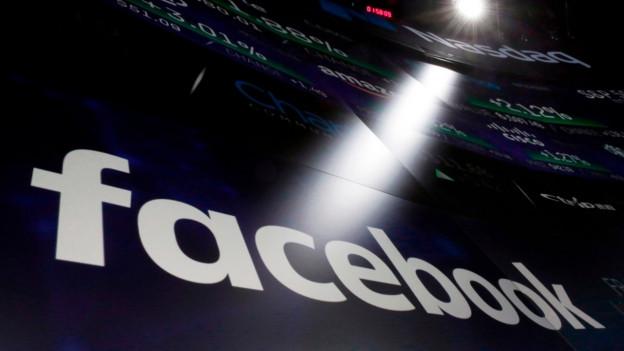 Das Facebook-Logo erscheint auf einem Bildschirm an der New Yorker Nasdaq-Börse.