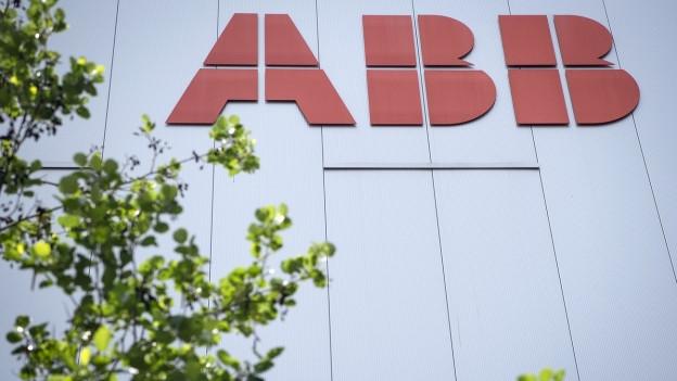 Logo der Firma ABB an der Binzmühlestrasse in Oerlikon