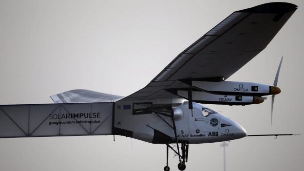 Aufnahme des Solarflugzeugs Solar Impulse in der Luft.