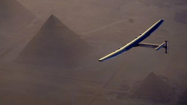 Die Solar Impuls 2 in der Luft.