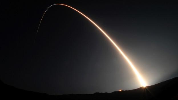 Raketenstart von sehr weit.