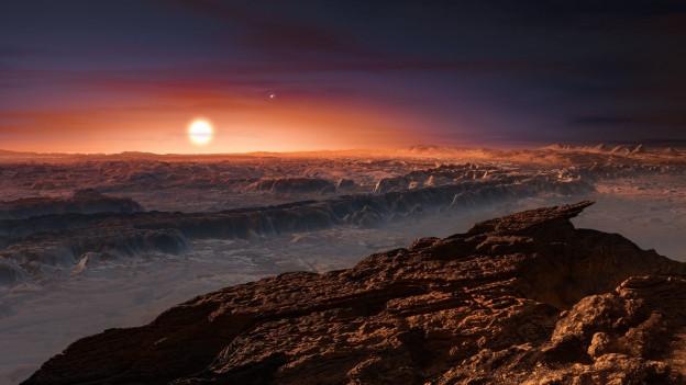 Ein Bild von der Oberfläche von Proxima B, es sieht ein bisschen aus wie eine Berglandschaft, am Horizont rot leuchtend Proxima Centauri