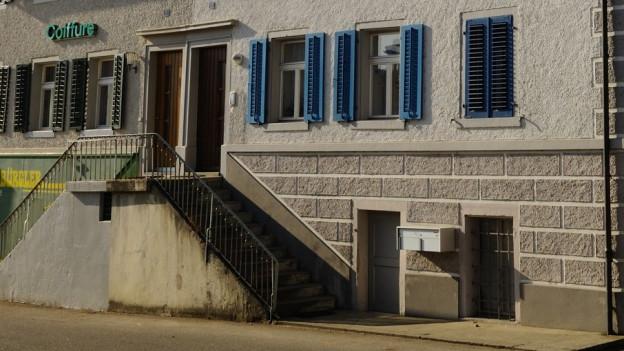 Zu sehen sind Spuren der Vergangenheit im früheren «Judendorf» Endingen/AG: Ein Wohnhaus mit doppelter Tür – eine für Juden, eine für Christen.