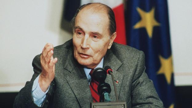 Zu sehen ist François Mitterrand am EU-Maastricht-Gipfel 1991.