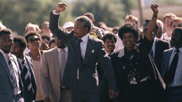 Nelson Mandela verlässt mit seiner Frau Winnie das Victor Verster Gefängnis, 11. Februar 1990.