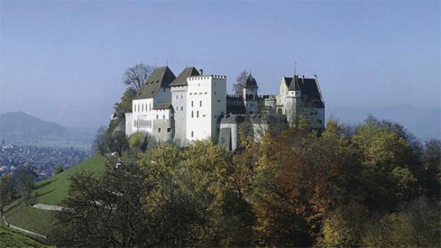 Adlige Einblicke auf Schloss Lenzburg.