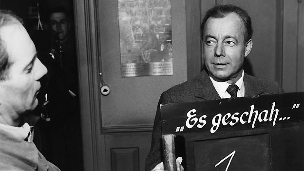 Heinz Rühmann 1958 bei den Aufnahmen zum Film «Es geschah am hellichten Tag».