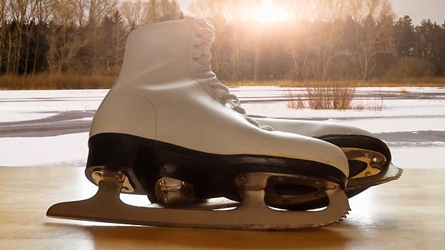 Wer zum Beispiel in Bern Schlittschuh läuft, «zibet» über das Eis.