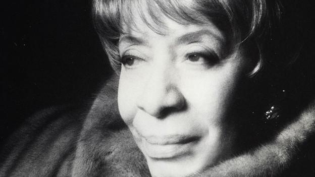 Nachdem Miles Davis Shirley Horn bei einem Auftritt gehört hatte, engagierte er sie vom Fleck weg