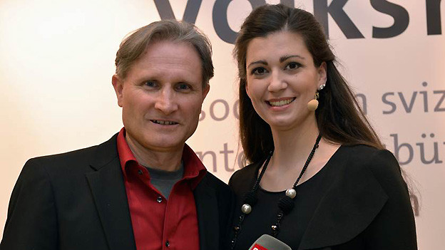 Beat Tschümperlin von SRF Musikwelle und Maria Victoria Haas von Radiotelevisiun Rumantsch am Galaabend «50 Jahre Verband Schweizer Volksmusik VSV».