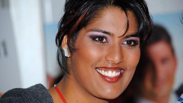 Sarah-Jane wurde am 26. September 1985 in Indien geboren und als sechs Monate altes Baby in die Schweiz adoptiert.