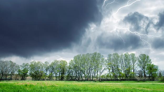 Bei Wut und Ärger ist Zurückhaltung angesagt, sonst entladen sie sich in einem kräftigen Gewitter..