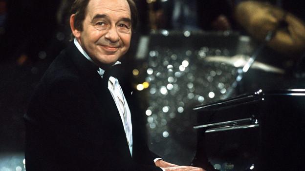 Paul Kuhn, so wie man ihn kannte, als «Der Mann am Klavier» (1983).