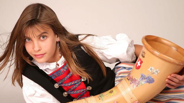 Lisa Stoll spielt seit dem zehnten Lebensjahr Alphorn.