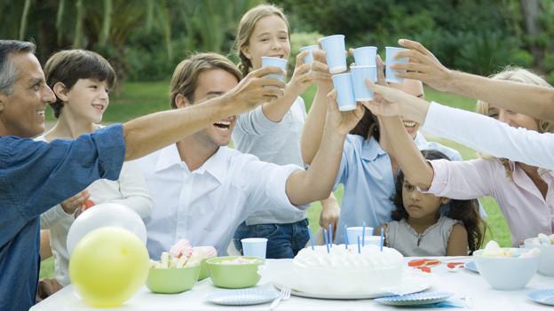 An Familienfesten herrscht häufig «Friede Freude Eierkuchen», weil der Schein oft trügt.