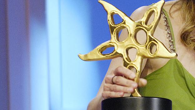 Ehrwürdige Trophäe: Der Prix Walo Stern.