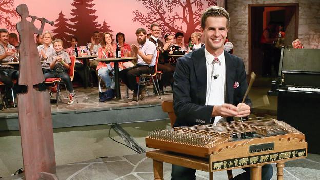 Nebst Sängerin Rahel Tarelli war Hackbrettspieler Nicolas Senn Gastsolist beim Neujahrskonzert 2013 des Schaffhauser Blasorchesters