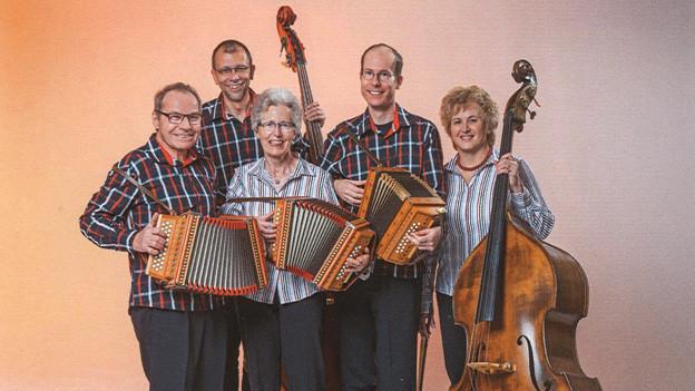Familienkappe Kropf auf dem Cover zu ihrer neuen CD «Nachhaltigs us Thierachere».
