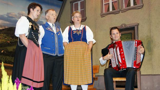 Das Terzett des Jodlerdoppelquartett Bärgbrünneli Wolhusen anlässlich der CD-Taufe ihres aktuellen Albums «De Läbessinn».