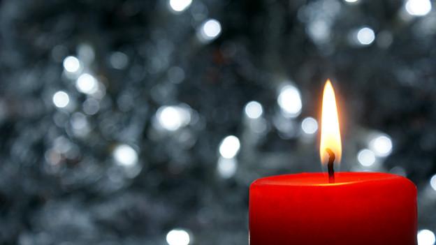 Kerzenschein erhellt die Gemüter zur Adventszeit.