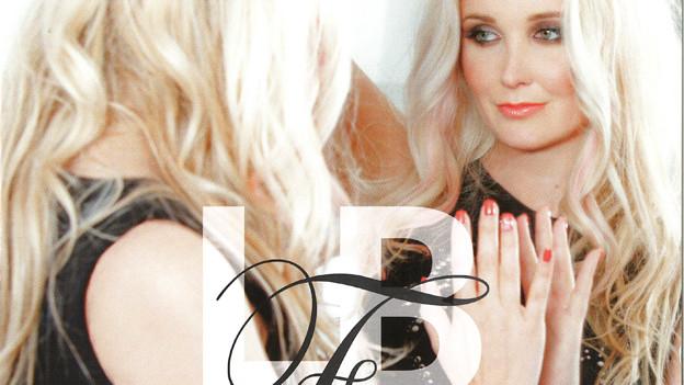 Inniger Moment zwischen Lara und ihrem Spiegelbild auf dem Cover ihrer CD.