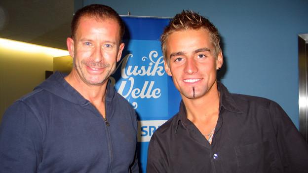 Florian Klingenschmid (rechts) zu Gast bei Hit-Welle-Moderator Leonard im Studio von SRF Musikwelle.