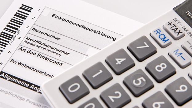 Seniorinnen und Senioren können bei der Steuererklärung gewisse Ausgaben geltend machen.