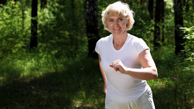 Bei Schmerzen bringt angemessene Bewegung mehr als Schonung