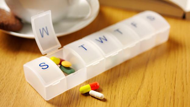 Multimorbide Menschen benötigen unterschiedliche Medikamente zur Behandlung der verschiedenen Erkrankungen. Damit die Behandlung einer Krankheit nicht zur Verschlechterung einer anderen führt, ist eine Medikamentierung mit Blick auf die Gesamtkonstellation wichtig.