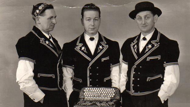 Jodelduett Rüedi-Rüegsegger mit ihrem musikalischen Begleiter Walter Hofer.
