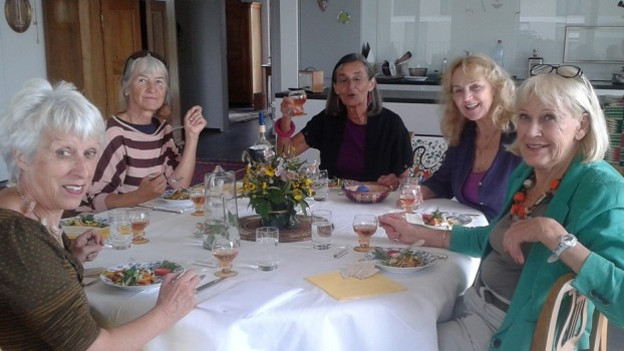 Interessierte Senioren für «Tavolata» in der Ostschweiz gesucht. Im Bild eine Tischgemeinschaft in Bern.