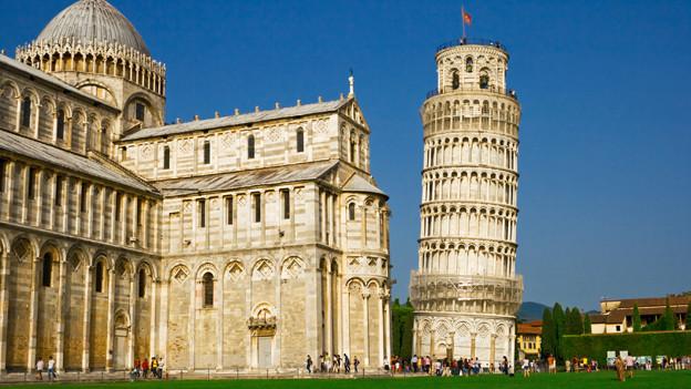 Der Grundstein für den schiefen Turm von Pisa wurde am 9. August 1173 gelegt.