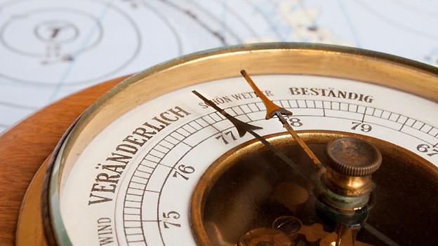 Ein Barometer misst die Stärke des Luftdrucks und gibt Auskunft darüber, ob ein Tief- oder Hochdruckgebiet im Anzug ist.