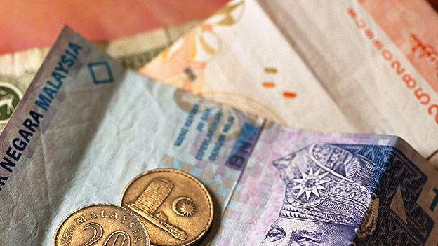 Der aktuelle Wechselkurs ist von verschiedenen Faktoren abhängig.