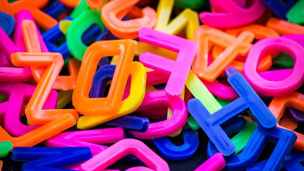 Bei einem regelrechten Buchstabensalat musste zuerst einmal Ordnung geschaffen werden.