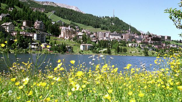 Ausblick auf St. Moritz, den mondänsten Ferienorte im Engadin.