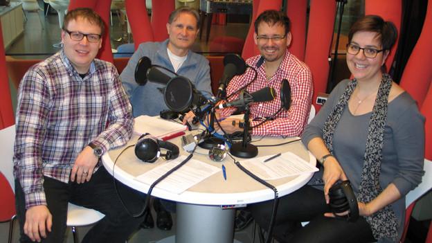 Sämi Studer, Beat Tschümperlin, Guido Rüegge und Karin Kobler blicken auf das Volksmusikjahr 2013 zurück.