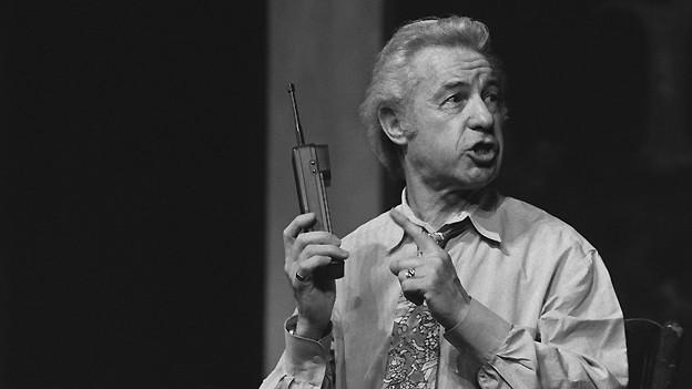 César Keiser 1993 im Zürcher Schauspielhaus mit dem Programm «Unter dem Hammer».