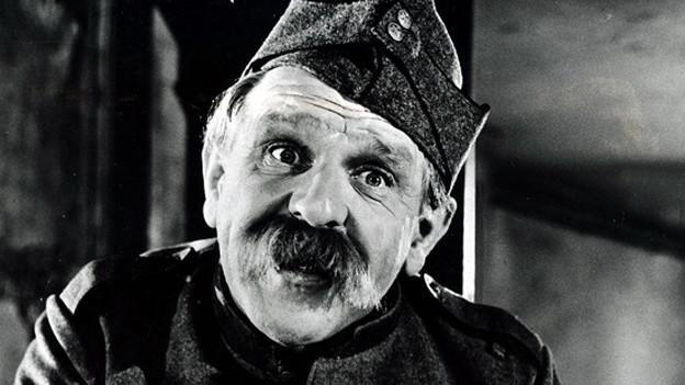 Alfred Rasser in seiner Paraderolle als Soldat Läppli.
