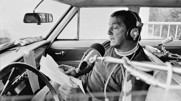 Sepp Renggli 1982 bei einem seiner unzähligen Einsätze als Sportreporter für Schweizer Radio und Fernsehen.