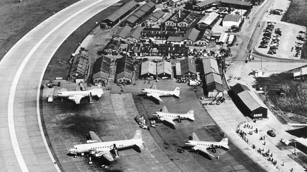 Der Flughafen Zürich-Kloten in einer Aufnahme aus dem Eröffnungsjahr 1948.